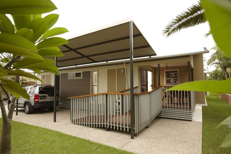 Side image of the luxury Vogue Cabin at Brisbane Holiday Village